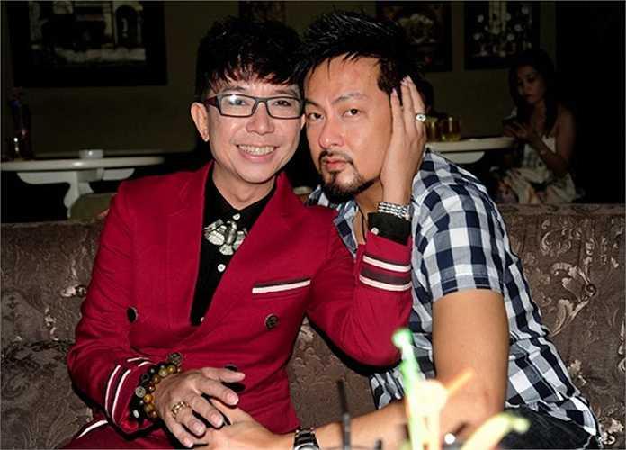 Trong buổi họp báo của ca sỹ Michael Lang, nam ca sỹ Long Nhật và Việt kiều Minh Ly là khách mời nhưng lại trở thành tâm điểm chú ý bởi những cử chỉ thân mật dành cho nhau.