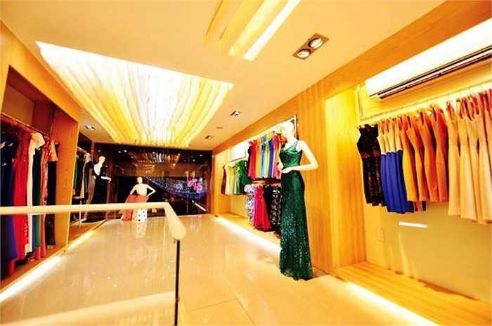 Tại đây, Mỹ Tâm kinh doanh thương hiệu thời trang do cô tự thiết kế có tên Nightingale, một quán café cũng mang tên Nightingale.
