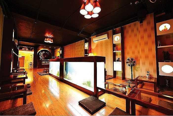 Quán cafe được thiết kế không gian lãng mạn, sang trọng.