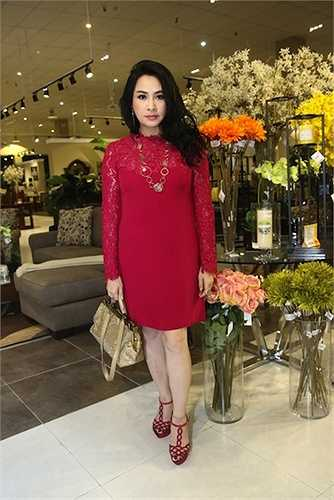 Thanh Lam 'chuẩn' phụ nữ U50 quý phái, quyến rũ.