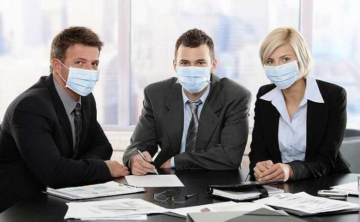 1. Theo một nghiên cứu, không khí bên trong văn phòng ô nhiễm hơn 100 lần so với bên ngoài. Điều này cho thấy bạn đang hàng ngày tiếp xúc với các hạt khí độc hại, vi khuẩn gây bệnh và nấm mốc...