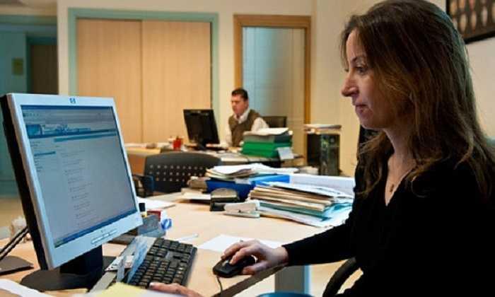 2. Môi trường làm việc văn phòng tiềm ẩn nhiều nguy cơ dẫn đến tai nạn. Cụ thể, dây điện, cáp nối điện thoại, và các thiết bị văn phòng có thể nguyên nhân khiến bạn vấp ngã.