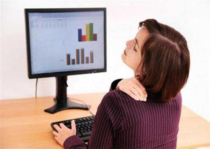 11. Bố trí nơi làm việc không hợp lý, vi trí ngồi không thích hợp hoặc căng thẳng quá mức đôi khi gây đau ở cổ hoặc vai.