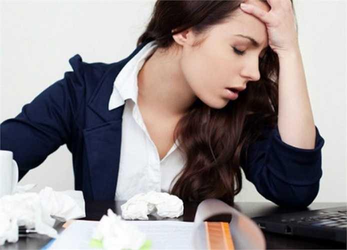 14. Ngoài ra tiếng ồn phát ra từ máy móc, thiết bị, từ tiếng nói của những nhân viên xung quanh cũng làm cho bạn đau đầu.