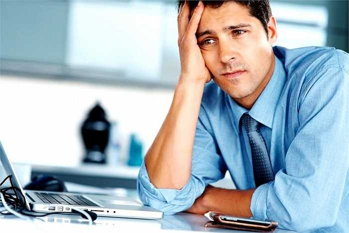 4. Hầu hết đồ dùng văn phòng đều sử dụng điện năng như máy tính, photocopy, pha cà phê, cắt giấy vụn... Vì vậy, bạn có thể bị điện giật hay bỏng bất kỳ lúc nào.