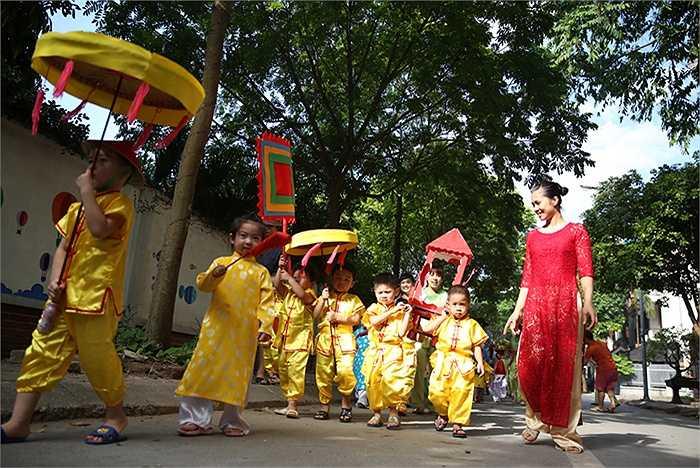Các bé tham gia chương trình sẽ được được tìm hiểu về văn hóa của 7 nước châu Á (Ấn Độ, Campuchia, Hàn Quốc, Lào, Nhật Bản, Trung Quốc, Việt Nam) qua quốc hoa, ẩm thực và đặc biệt là lễ hội tiêu biểu.