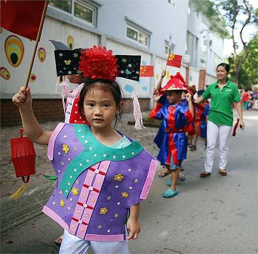 Các bé sẽ được mặc những trang phục truyền thống của các nước và tham gia các hoạt động thực tế giống như đang được trải nghiệm ở chính đất nước đó