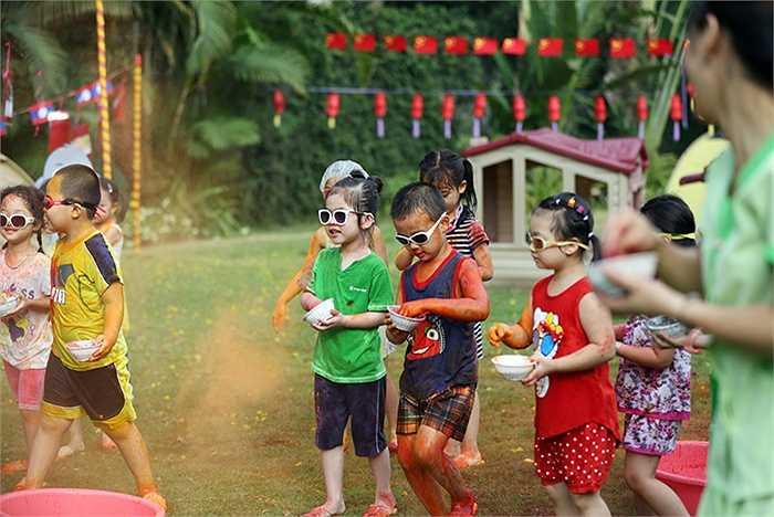 Lễ hội ném bột màu Holi ở Ấn Độ - một trong những hoạt động được các bé ưa thích nhất