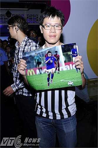 Rất nhiều bức ảnh về sự nghiệp cầu thủ của Del Piero được các fan mang đến