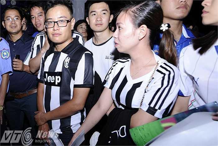 Nhóm CĐV mặc áo Juventus