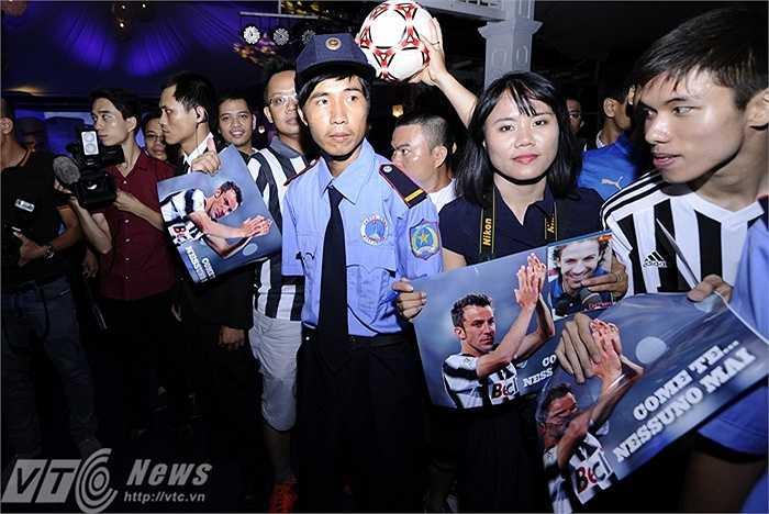 Trên những tấm ảnh Del Piero, các tifosi Việt Nam lựa chọn dòng chữ: Không ai được như anh