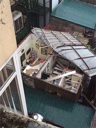 Nhà bị tốc mái
