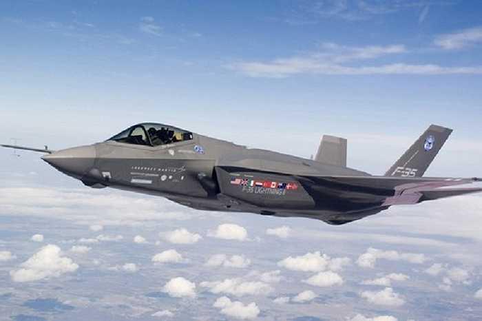 Chiến đấu cơ tàng hình F-35 Lightning II là máy bay chiến đấu thế hệ 5 đa chức năng với khả năng tàng hình tiên tiến, F-35 có nhiều tính năng sáng tạo