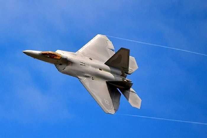 F-22 Raptor là chiến đấu cơ đa chức năng,  được chế tạo với ưu thế trên không nhưng cũng có thể thực hiện các chức năng khác