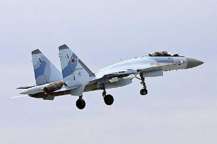 Su-35 của Nga là máy bay tiêm kích hạng nặng, tầm xa, đa năng, chiếm ưu thế trên không được phát triển bởi hãng Sukhoi