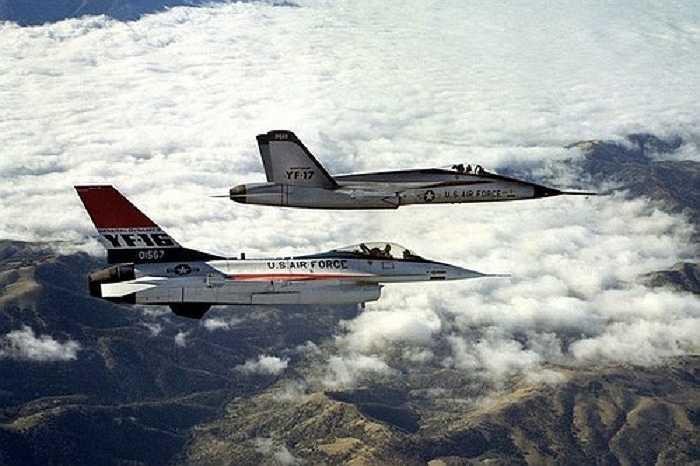 F -16 Fighting Falcon được  General Dynamics thiết kế riêng cho không quân Mỹ