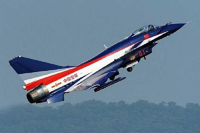 Được thiết kế và chế tạo bởi công ty máy bay Chengdu của Trung Quốc, J-10 cũng là máy bay chiến đấu đa chức năng
