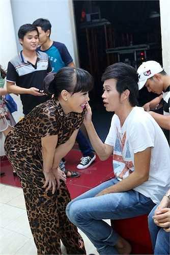 Hoài Linh và Việt Hương là hai nghệ sỹ rất thân thiết trong showbiz Việt.