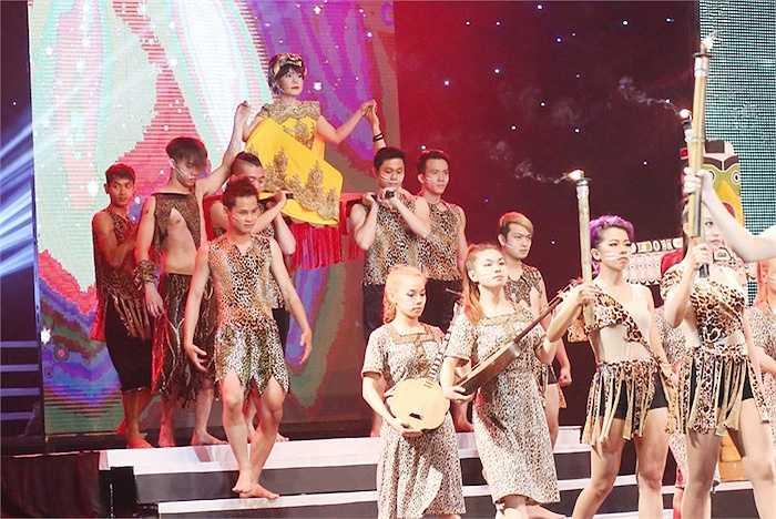 Sau chương trình này, trong tháng 6, Việt Hương sẽ tiếp tục tham gia vào các dự án phim nhựa, chương trình truyền hình mới với nhiều vai trò khác nhau.