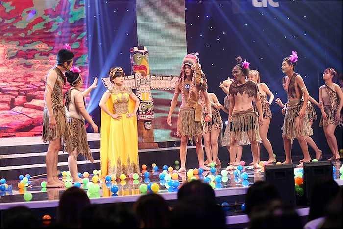 Việt Hương và Mạc Văn Khoa cũng đem đến tiết mục giải trí trong chương trình.