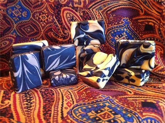 Những bánh xà phòng handmade của Tina Anker rất được khách hàng ưa chuộng. Trong hình là những bánh xà phòng làm từ sữa dê.