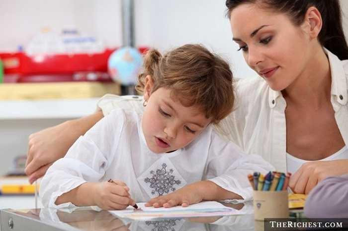 Làm việc với trẻ con là một công việc khá tốt. Tốt hơn nữa là khi công việc ấy đem lại cho bạn cơ hội được đi nước ngoài. Để trở thành người giúp việc ở các nước khác, bạn cần phải có kinh nghiệm chăm sóc trẻ em hoặc đã trải qua quá trình tập huấn, đào tạo, và có thể nói tiếng nước ngoài.