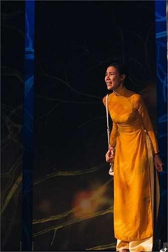 'Vòng xoáy nghiệt ngã' được viết bởi nhà biên kịch Bích Ngân và dự kiến sẽ lưu diễn toàn quốc trong tháng 6 và tham gia Liên hoan sân khấu kịch nói chuyên nghiệp toàn quốc diễn ra tại Thanh Hóa