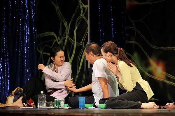 Lệ Hiền cũng đã hi sinh tuổi xuân, hạnh phúc của bản thân để chăm lo cho cha mẹ
