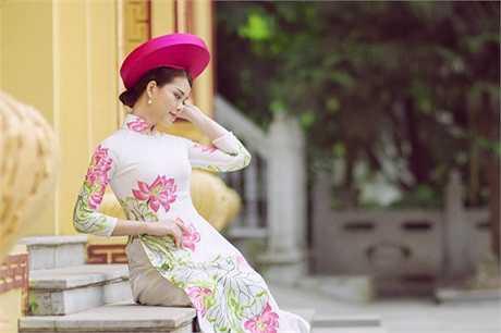 Cô cũng tham gia nhiều chương trình, bộ phim ngắn, quảng cáo với vai trò MC, diễn viên.