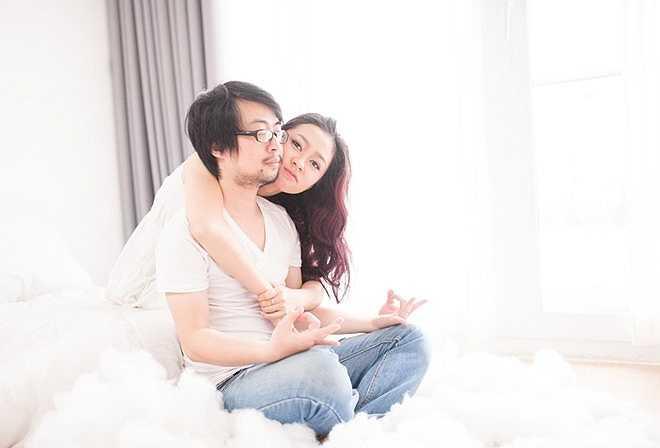 Cặp đôi biết nhau trong lần Diệu Linh thi Miss tại trường đại học năm 2009. Khi ấy, Phong Anh chụp ảnh cho đoàn trường. Ấn tượng với cô gái, chàng trai đã làm quen.
