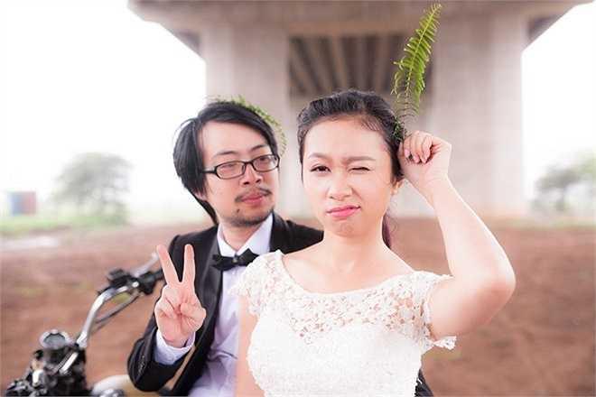 Nói về ý tưởng bộ ảnh cưới, Diệu Linh cho biết thêm: 'Bộ ảnh của chúng mình thực hiện với mục đích vui là chính, mô phỏng đúng tính cách nhí nhố thường ngày của cả hai'.