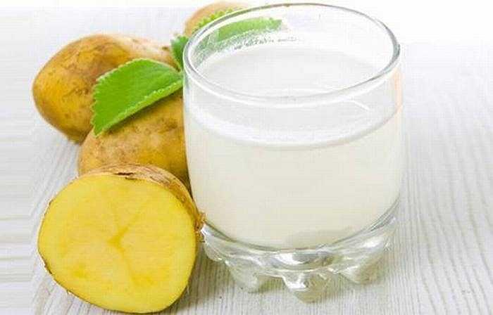 Bệnh gút: Tăng cường rau xanh và nước ép trái cây. Thêm một thìa nước tỏi và hành hoà vào nước ấm uống hằng ngày. Nước ép khoai tây cũng rất tốt cho người bị gút.