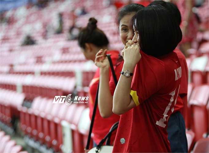 Hòa Minzy và Công Phượng cùng nhau vượt qua sóng gió showbiz. Họ được xem là đôi tiên đồng ngọc nữ của giới bóng đá-ca nhạc.(Ảnh: Phạm Thành)