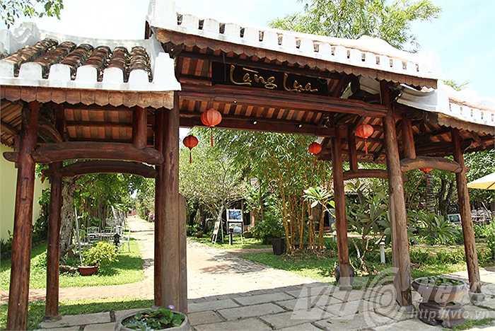 Làng Lụa Hội An, nơi lưu giữ nhiều hiện vật nghề ươm tơ, dệt lụa. Làng lụa tại địa chỉ số 28 Nguyễn Tất Thành (Hội An, Quảng Nam),