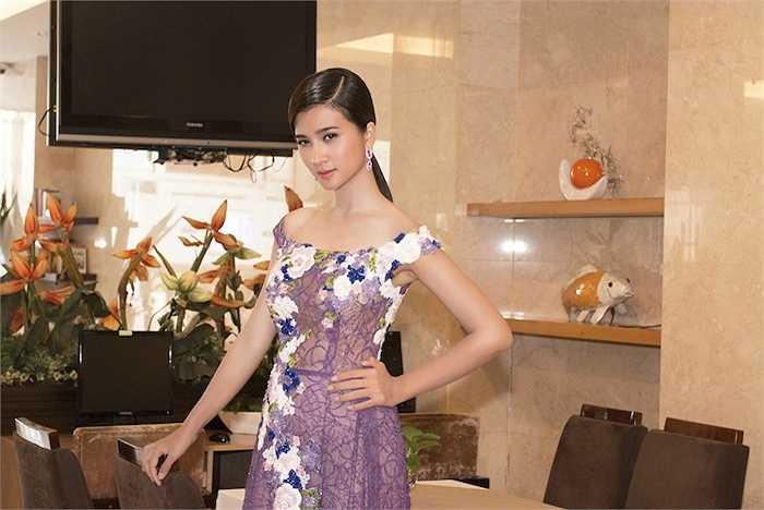 Kim Tuyến vừa xuất hiện tại sự kiện ra mắt bộ phim với sự tham gia của cô.