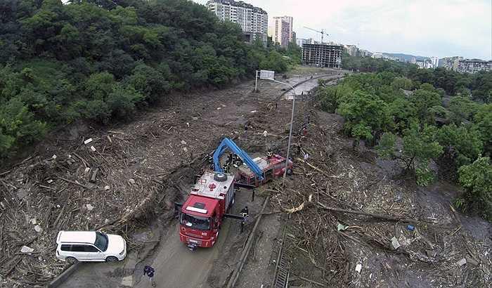 Khung cảnh tan hoang của thành phố sau cơn lụt