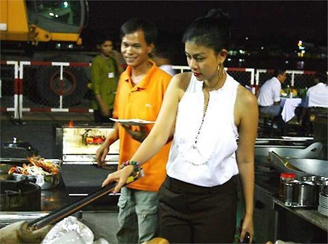 Lấn sân sang kinh doanh, diễn viên điện ảnh Kim Thư cũng mở nhà hàng hải sản tại TP HCM. Nhà hàng Biển Nhớ của diễn viên nằm bên cạnh Bến Nhà Rồng, nhìn ra sông Sài Gòn. Biển Nhớ đã được nhiều người dân nơi đây ưa thích bởi những món ăn độc đáo.
