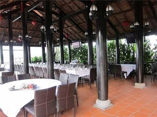 Nhà hàng Biển Nhớ có các món ốc hay khô quẹt, tôm hùm, bào ngư được chế biến theo yêu cầu khắt khe của Kim Thư nhằm phục vụ tốt cho thực khách.