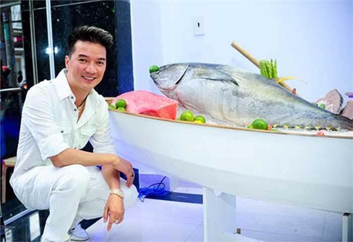 Tay ngang chuyển sang kinh doanh, sau vài năm giờ đây ca sĩ Đàm Vĩnh Hưng đã trở thành nhà phân phối hải sản sạch có tiếng với hơn 20 chi nhánh, đại lý trên cả nước.
