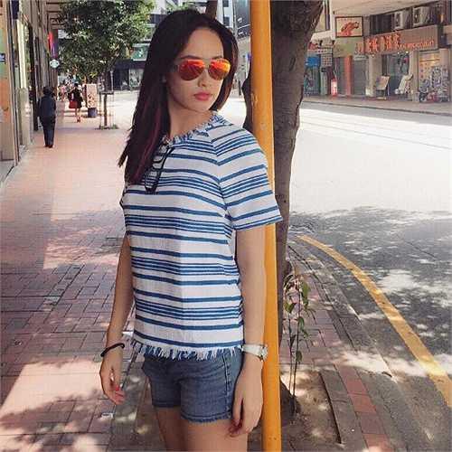 Hoa hậu Việt Nam giản dị xuống phố.