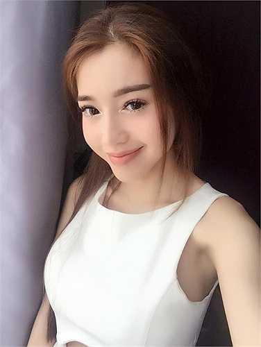 Elly Trần gợi cảm không thể rời mắt.