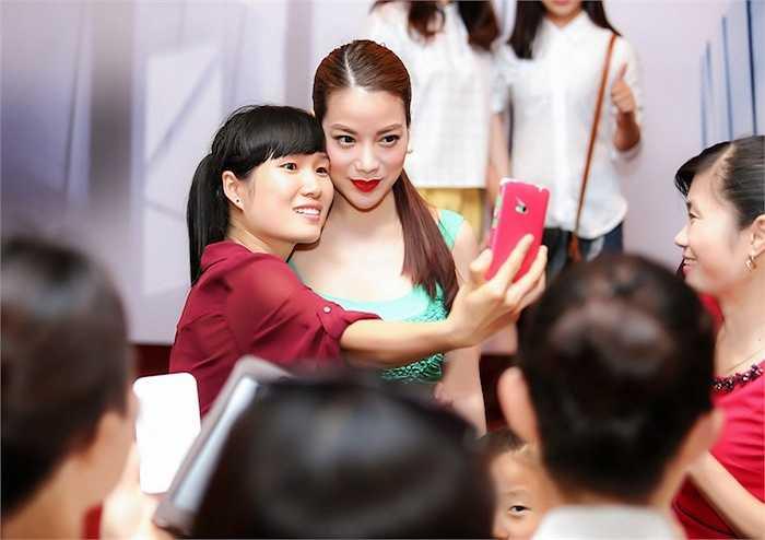 Ngày 14/6, Trương Ngọc Ánh có mặt tại Hà Nội để tham gia sự kiện 'Đẹp và phong cách' do thương hiệu mỹ phẩm  mà chị làm đại diện hình ảnh tổ chức.