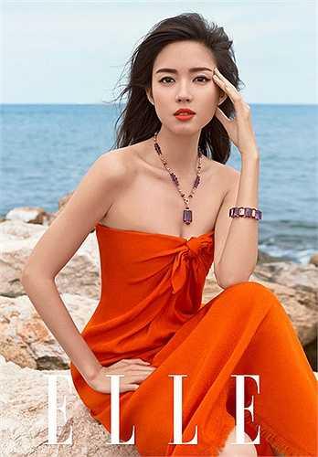 Trước khi giành danh hiệu Hoa hậu thế giới 2007, Trương Tử Lâm được biết đến với vai trò người mẫu nên không có gì khó khiểu khi người đẹp biến hóa ấn tượng trong mỗi khuôn hình.