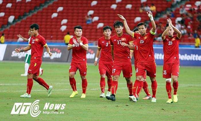 Các cầu thủ Việt Nam cởi bỏ hoàn toàn tâm lý sau bàn thắng đầu tiên của Mạc Hồng Quân