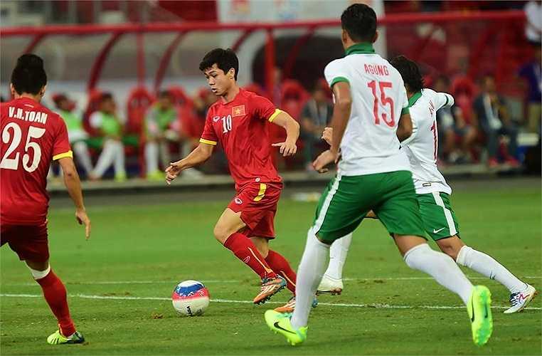 Công Phượng tuy chưa ghi được bàn thắng, nhưng anh là người kiến tạo 2 đường chuyền cho Huy Toàn và Hữu Dũng ghi bàn.