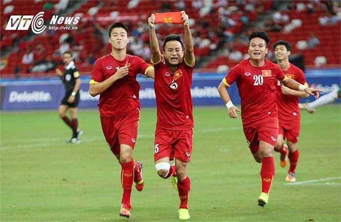 Huy Toàn là người ghi bàn thắng thứ 2. Cú sút quyết đoán của Huy Toàn sau pha phản công mẫu mực của tuyển Việt Nam đã giúp anh có tên trong danh sách các cầu thủ ghi 4 bàn thắng ở Sea Game lần này