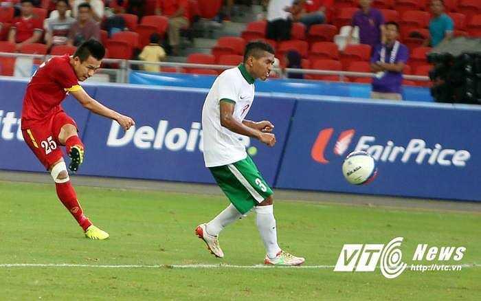 Cú sút bằng chân trái cực đẹp của Huy Toàn giúp U23 Việt Nam có bàn thắng thứ 3. Bàn thắng quá đẹp.