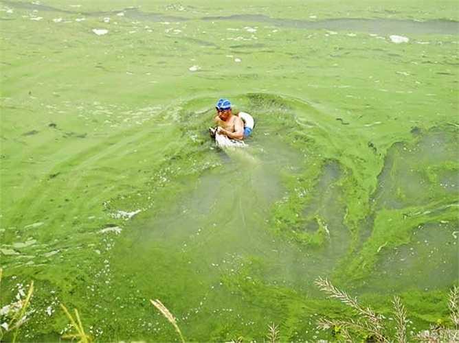 Nguồn nước bị ô nhiễm làm người dân địa phương bị đe dọa