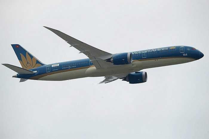 Chiếc máy bay Boeing 787-9 Dreamliner đầu tiên của Vietnam Airlines với hình ảnh thiết kế ngoại thất và logo mới của Vietnam Airlines