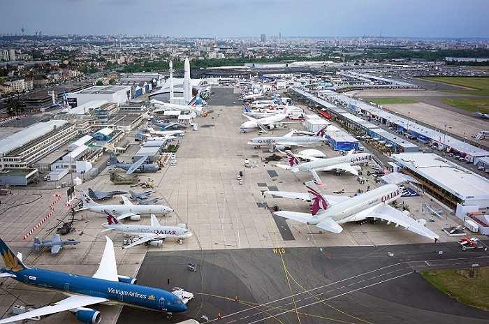 Hàng chục chiếc máy bay các loại tham dụ triển lãm